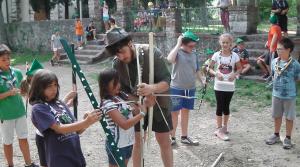 Robin Hood durante la gara di tiro con l'arco, con alcuni suoi aiutanti !!!
